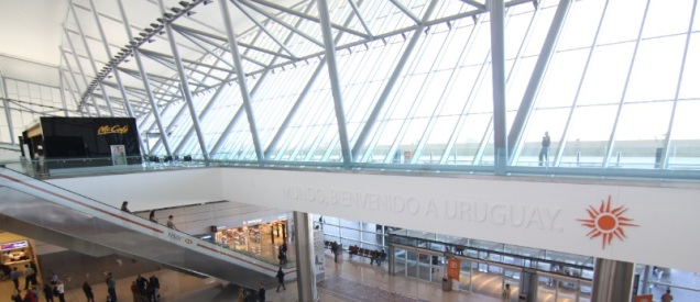 CarrascoAirport_2